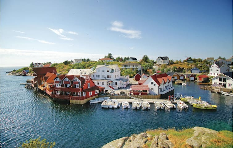 Holiday apartment with 3 bedrooms on 63 m² in Tjeldstø