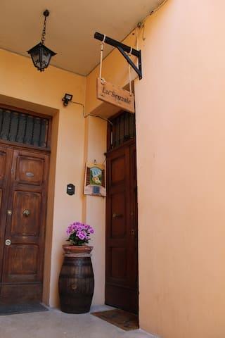 Lu Senzale Camera Tulipano -Dormire a Foligno B&B