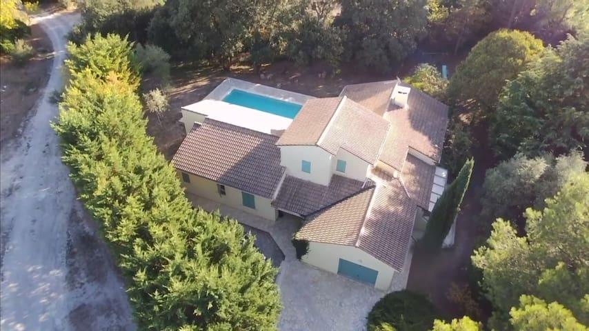 Villa Uzes 200m2 4chambres avec piscine sur 2500m2