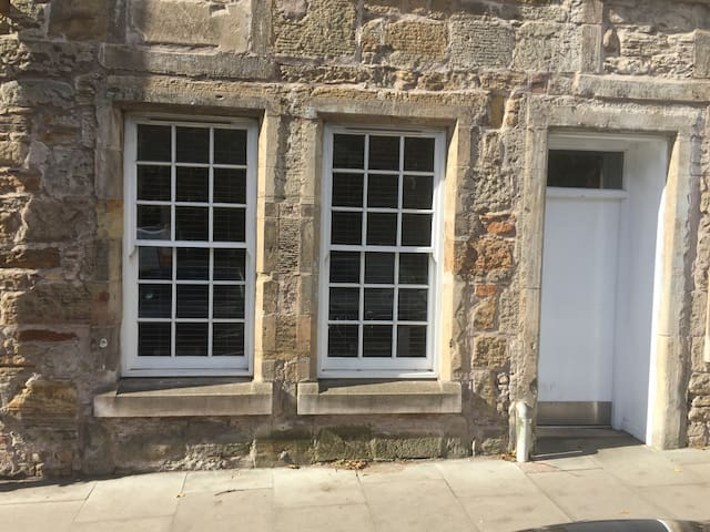 Prime location in heart of St Andrews