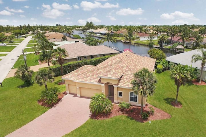 Gulf access, waterfront, heated pool, location !!
