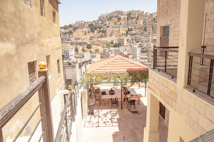 Royal Luxuries - Old View Amman. Terrace - Garden
