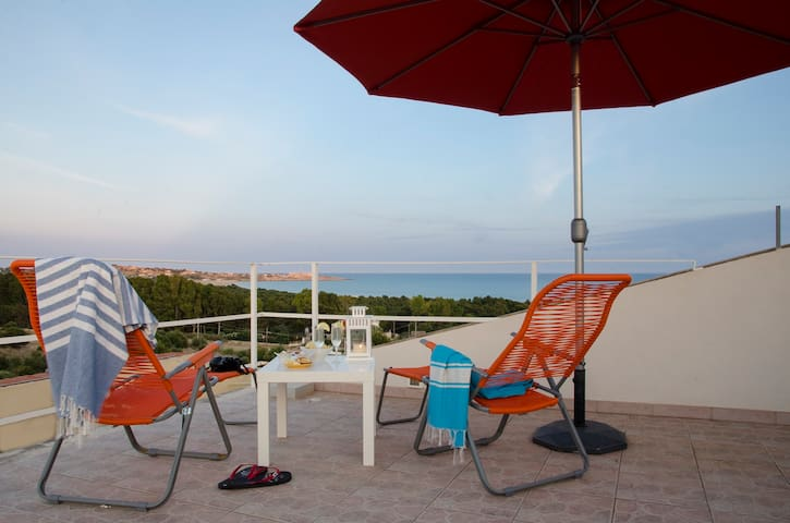 Holiday Home - Skyline on the Sea