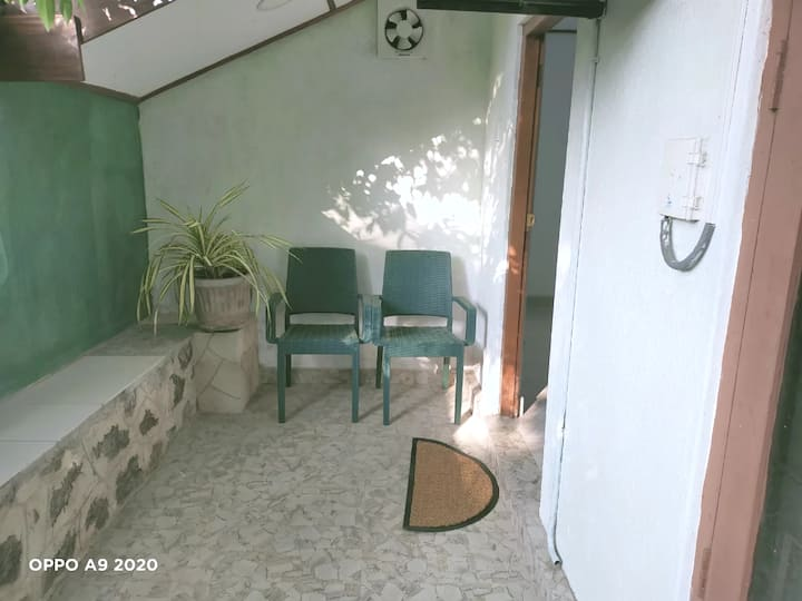 Serendib Home Stay - Near Airport & Green space