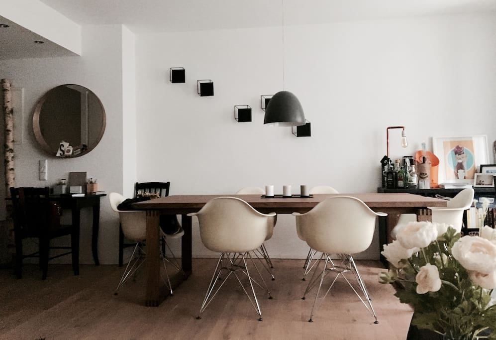 Essbereich / Dinner Place with original Vitra-Chairs and Danish-Deco