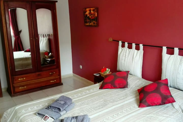Chambre ventilée avec salle de bain commune à deux chambres...