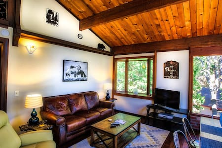"""OnCabinTime"" Modern Chic Cabin For Up to 8 Guests - Crestline"