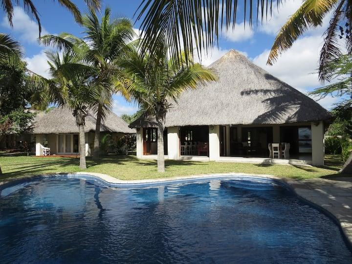 Villa Charlotte Beach Front Home