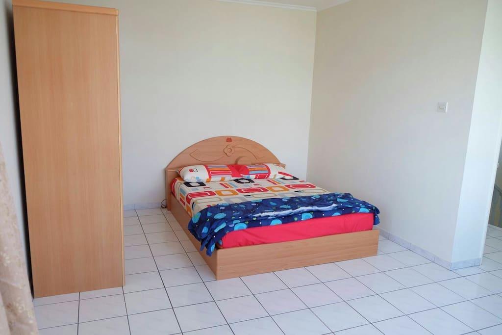 Room 2 - Queens size bed