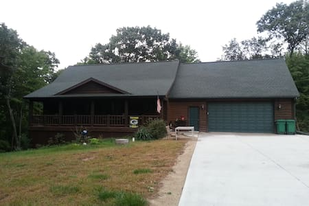 Beautiful Log Home in Woods Near Lakes and Skiing - Mount Morris - Casa