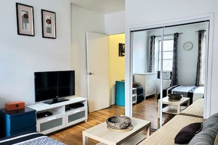 Charming One Bedroom minutes to Central Park