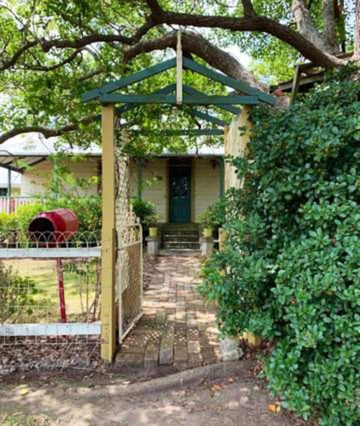 Camphor Laurel Cottage, 5 minutes to Morpeth