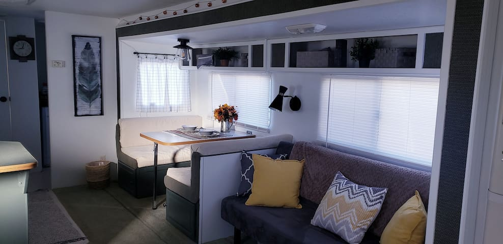 Cozy RV w open floor plan close to the Gila Forest