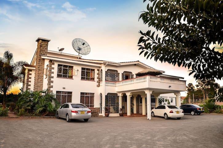 Bonsai Villa/Diplomatic Homestay- Twin Suite