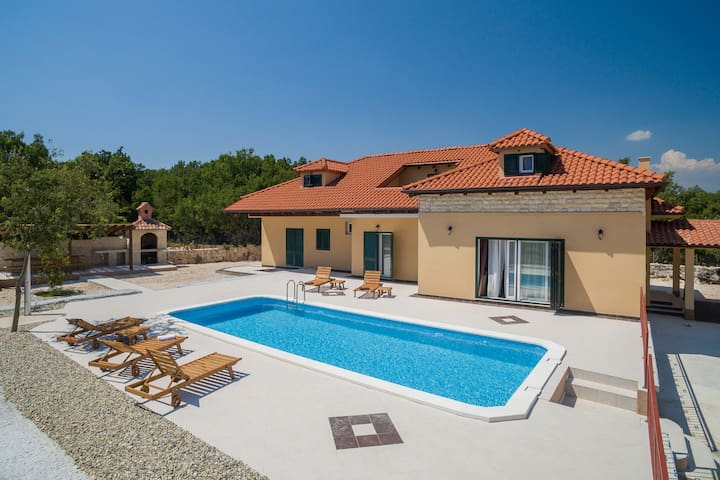 Villa Mia Dugopolje Split Croatia ,Heated pool