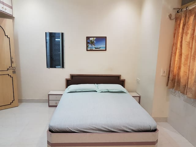A private ensuite room at Colaba Causeway
