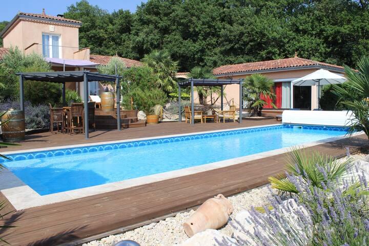 Maison avec piscine au calme à la campagne
