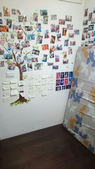 牆上有些照片和話語(可忽略