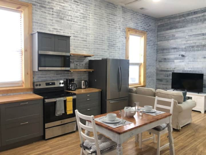 Newly Renovated Apartment 5 mins from Purdue.