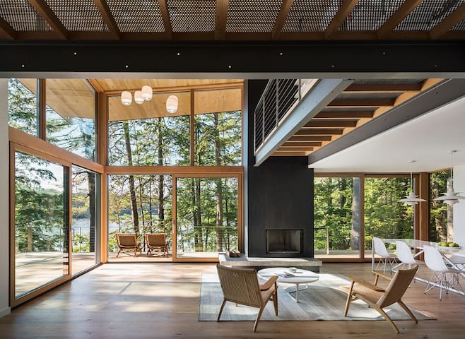 Modern masterpiece on Squam Lake, as seen in Dwell