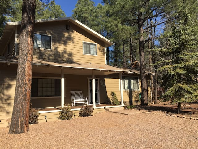 Rios Lakeside Retreat - 4 bed 2 bath on 1/2 acre