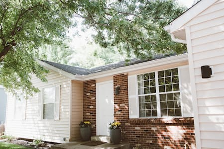 Cozy home 1 mile from downtown Louisville - Ház
