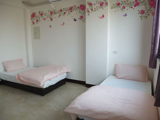 Comfortable room 402 (Free airport transportation) - Dayuan District - Ház