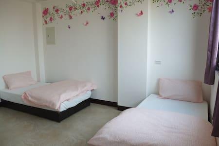 Comfortable room 402 (Free airport transportation) - Dayuan District - Ház