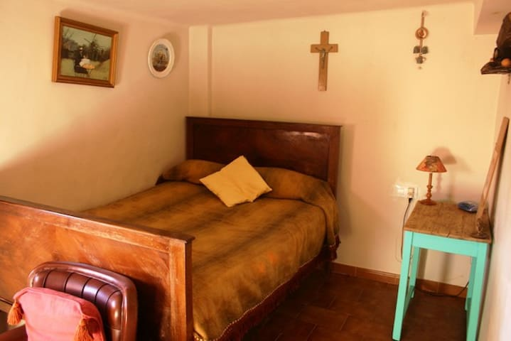 Habitación doble en Casa Luisa - Secastilla - Casa