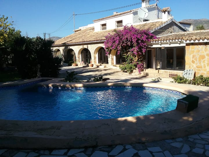 spacious 3 bedroom villa in Jalon