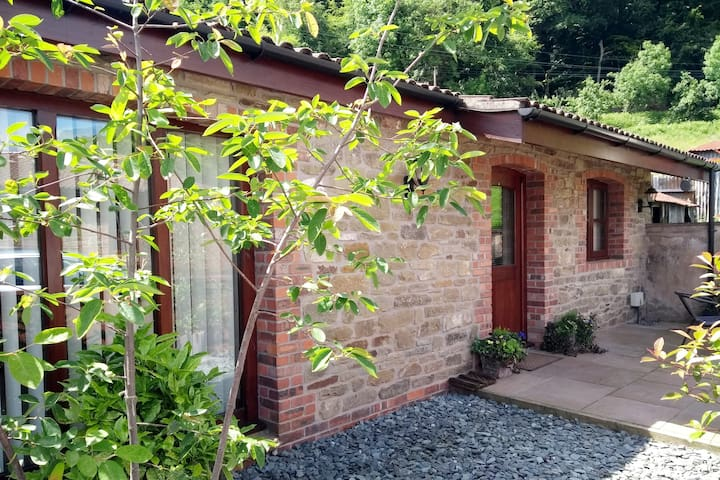 The Old Dairy No 2 - Luxury, Pet Friendly Cottage