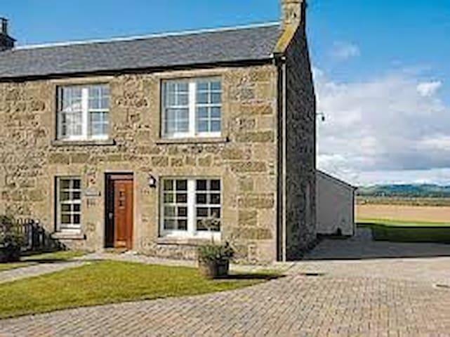 Newburgh Home near St Andrews with Stunning Views