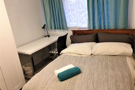Private room in a nice house close to city & ANU