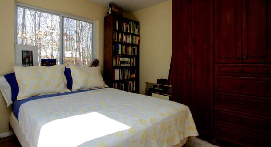 Comfortable room in quiet home - Sag Harbor - Casa