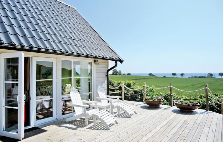 Holiday cottage with 2 bedrooms on 88m² in Ystad