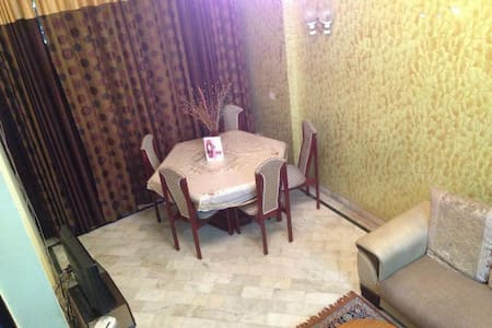 Private Room with access to rooftop in South Delhi - New Delhi