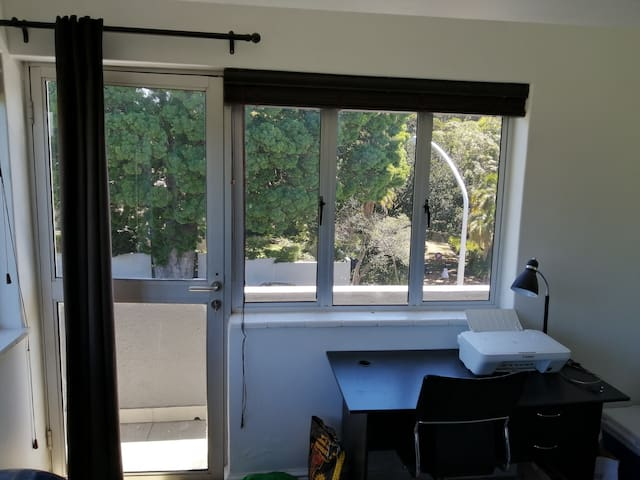Spacious 2 bedroom apartment in Claremont.