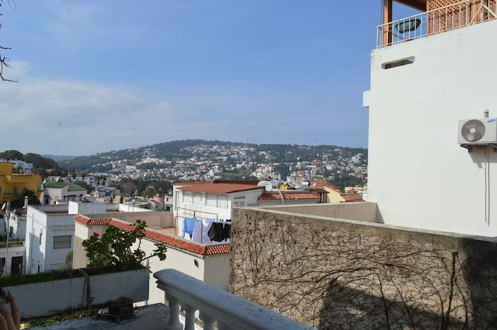 Tangier: Airy, Spacious Apartment with a View - Tanger - Huis