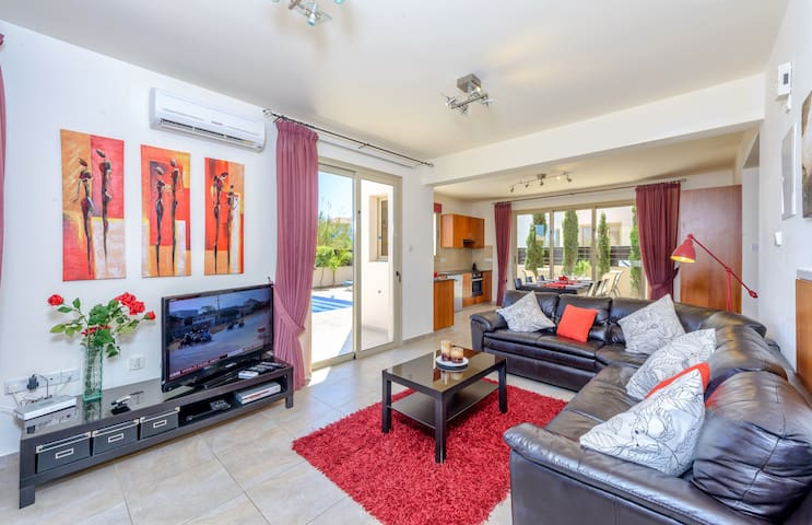 The spacious lounge with its HD-TV, HD-DVD and satellite; opens onto the patio on three sides!
