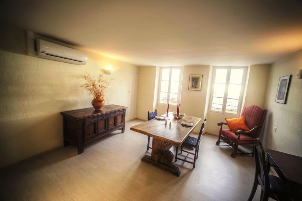 Studio Griffel: Wohnzimmer mit Klimaanlage