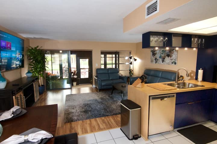 Newly renovated luxurious waterfront condo