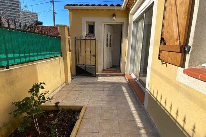 Lovely Holiday Home in Marseille with Balcony