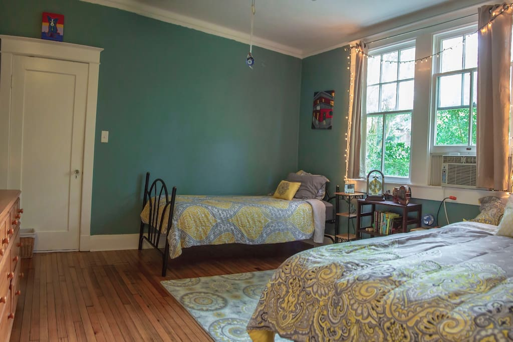 Spacious private broadmoor abode case in affitto a new for Casa in stile new orleans