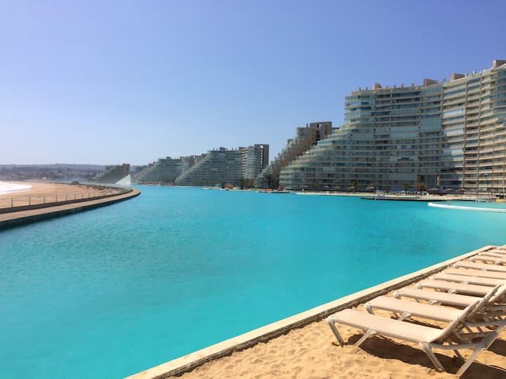 Depto y piscina navegable +grande del mundo