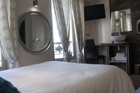 Cosy room in Montmartre - París