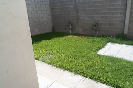 Habitación privada, Zona residencial Torreón - Torreón - บ้าน
