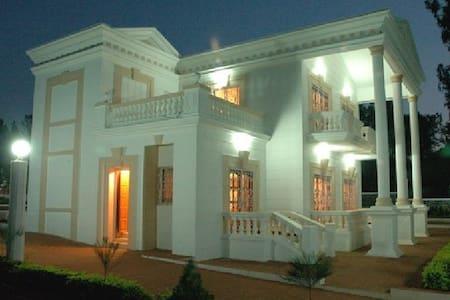 White House 4 BHK Bungalow - Satara - House
