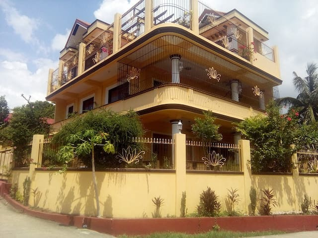 Rosales Guest House room for rent