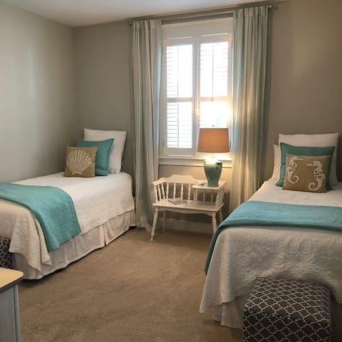 Twin bedroom upstairs