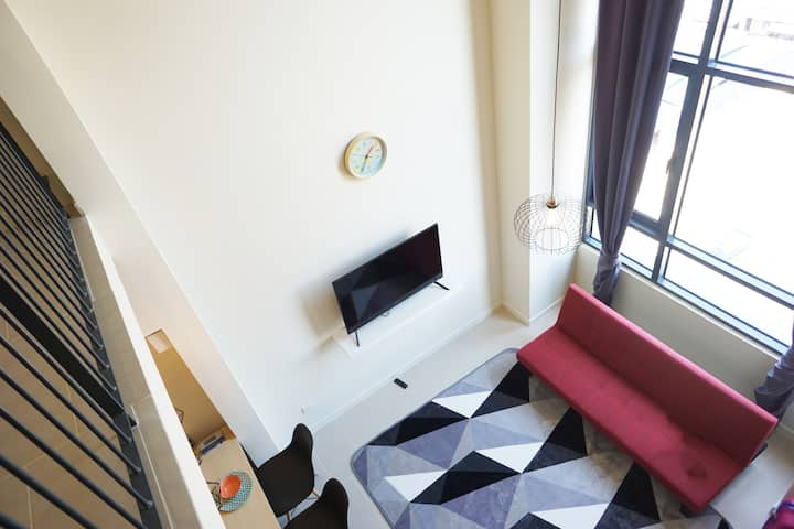 Duplex High Ceiling Studio with Netflix and Wifi